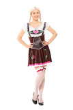 Ganzaufnahme eines Mädchens im deutschen Kostüm Stockbild