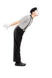 Ganzaufnahme eines männlichen Pantomimekünstler-Gestenküssens Lizenzfreie Stockbilder