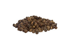 Ganze Erbsen des Mais des schwarzen Pfeffers, gerochen, würzend, Seitenansicht, lokalisiert auf weißem Hintergrund stockfotografie