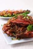 Ganze Krabbe auf Platte stockfotos
