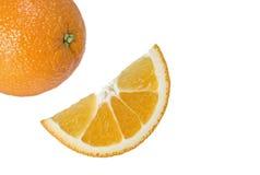 Ganze Orange und Scheibe auf einem Weiß Stockfoto
