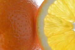Ganze und geschnittene Orange Stockfoto