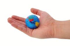 Ganze Welt in Ihren Händen Reise oder Ökologie lizenzfreie stockfotografie