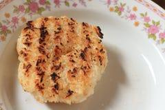 Ganzer Reis gemacht in Bälle und gebacken Stockbild