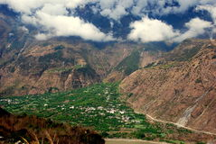 Ganzi, China: Uitzicht van Bergen en Vallei Royalty-vrije Stock Foto