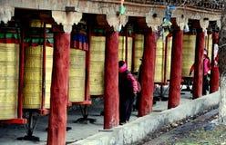 Ganzi, Chine : Roues de prière tibétaines Photos libres de droits