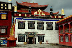Ganzi, Cina: Monastero del tibetano del gong dell'AT Immagine Stock