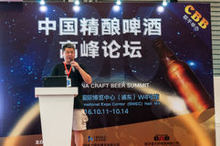 Gao Yan говоря на саммите 2016 пива ремесла Китая Стоковая Фотография