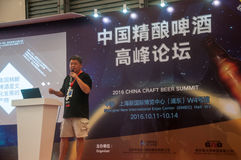 Gao Yan die bij de Top van het de Ambachtbier van China van 2016 spreken Royalty-vrije Stock Afbeeldingen