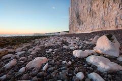 Gap Birling, sept falaises blanches de soeurs au coucher du soleil Photo stock
