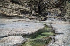 Gap wypełniał z zieleni wodą przy Yongmeori plażą, Ro, Jeju wyspa, Południowy Korea Zdjęcia Royalty Free