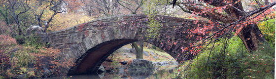 Gapstow bridge in autumn Royalty Free Stock Photos