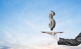 Garçom que apresenta o símbolo do dólar na bandeja Foto de Stock Royalty Free