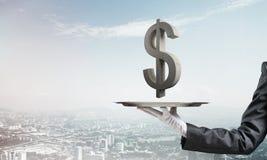 Garçom que apresenta o símbolo do dólar na bandeja Imagem de Stock Royalty Free