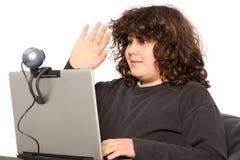 Garçon à l'aide de l'ordinateur portatif Images libres de droits