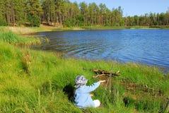 Garçon 22 de pêche Photos libres de droits