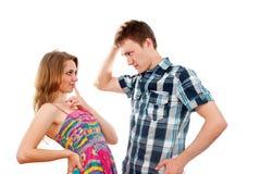 Garçon affectueux et une fille flirtant les uns avec les autres Photo stock