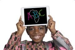 Garçon africain tenant le PC de Minitablet, illustration d'ABC Images libres de droits