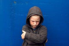 Garçon agressif maltraité image stock