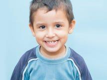 Garçon 3 ans de visages tortillants Photos libres de droits
