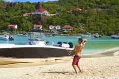 Garçon apprenant au jongler dans St Barths, des Caraïbes Photo stock