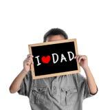 Garçon asiatique se tenant avec le message de papa d'amour Image libre de droits