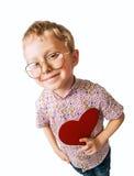 Garçon assez petit avec le coeur de papier Photos stock