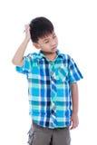 Garçon attirant de 7 ans faisant l'expression de pensée O d'isolement Photographie stock