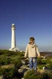 Garçon au phare Image libre de droits