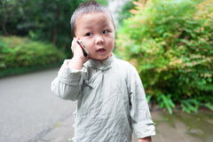 Garçon au téléphone Image stock
