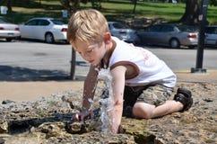 Garçon avec de l'eau Photographie stock libre de droits