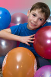 Garçon avec des ballons photographie stock