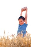 Garçon avec du pain dans le grain Image libre de droits