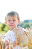Garçon avec du pain dans le grain Photos libres de droits