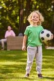 Garçon avec la boule du football Image libre de droits