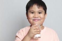 Garçon avec la moustache de lait Image libre de droits