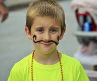 Garçon avec la moustache peinte au festival Photos libres de droits