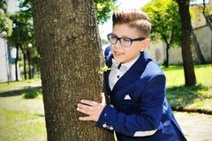 Garçon avec la veste au parc Photo libre de droits