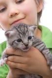 Garçon avec le chat Image stock