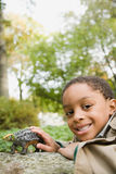 Garçon avec le dinosaure de jouet Photographie stock