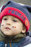 Garçon avec le drapeau roumain visage-peint Photos libres de droits