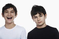 Garçon avec le frère heureux Against White Background Photo libre de droits
