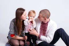Garçon avec le père et la mère sur le blanc Image libre de droits
