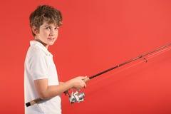 Garçon avec le pôle de pêche photo stock