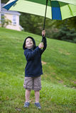 Garçon avec le parapluie Image libre de droits
