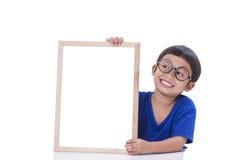 Garçon avec le tableau blanc Photographie stock libre de droits