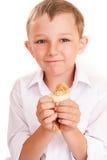 Garçon avec un poulet dans des mains Photographie stock libre de droits