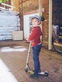 Garçon avec un scooter photos stock