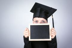 Garçon avec un tableau dans des mains La connaissance, éducation et un fond réussi de carrière Photo stock