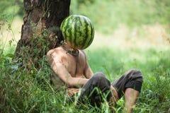 Garçon avec une pastèque au lieu de tête Images stock